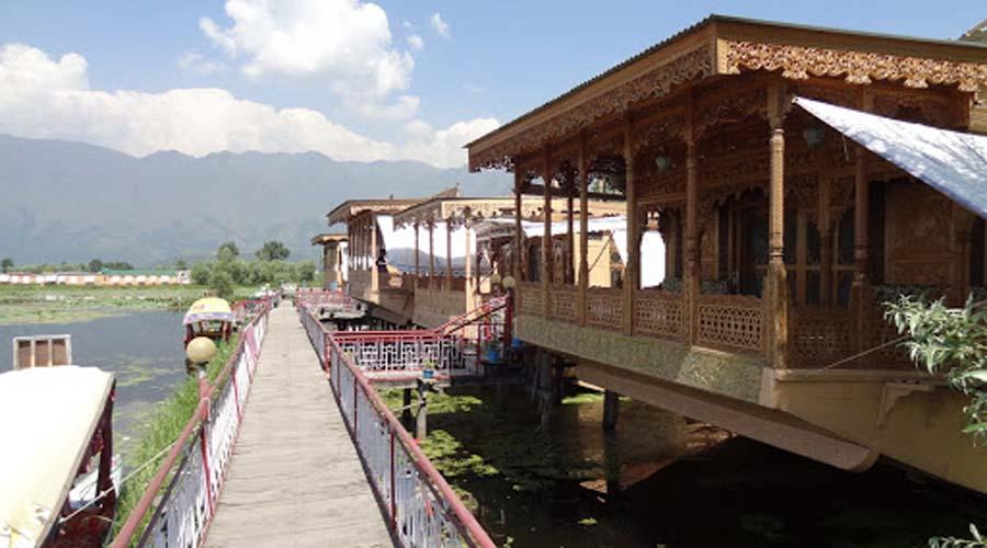 Deluxe Houseboat,Srinagar