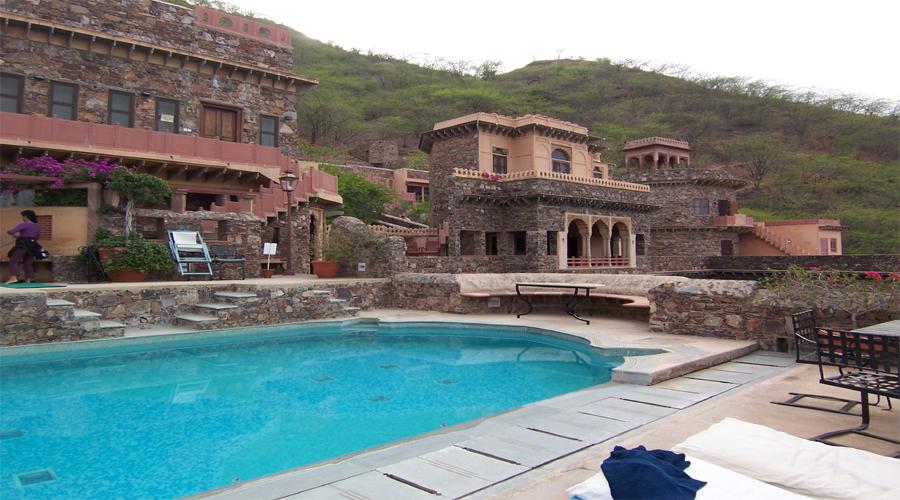 Neemrana fort Palace Pool