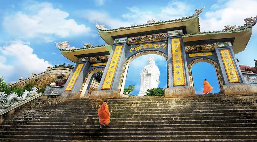 Linh Ung pagoda.