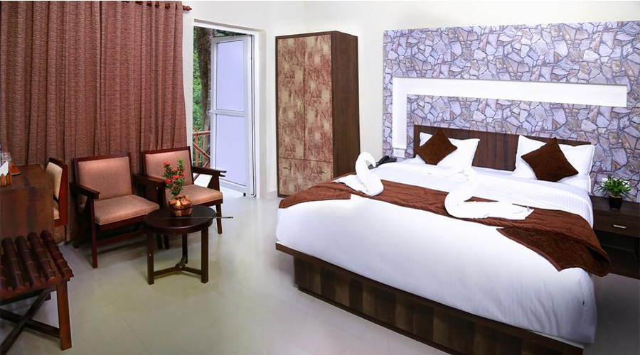 Raarees_Mist_Resort_Room_Munnar