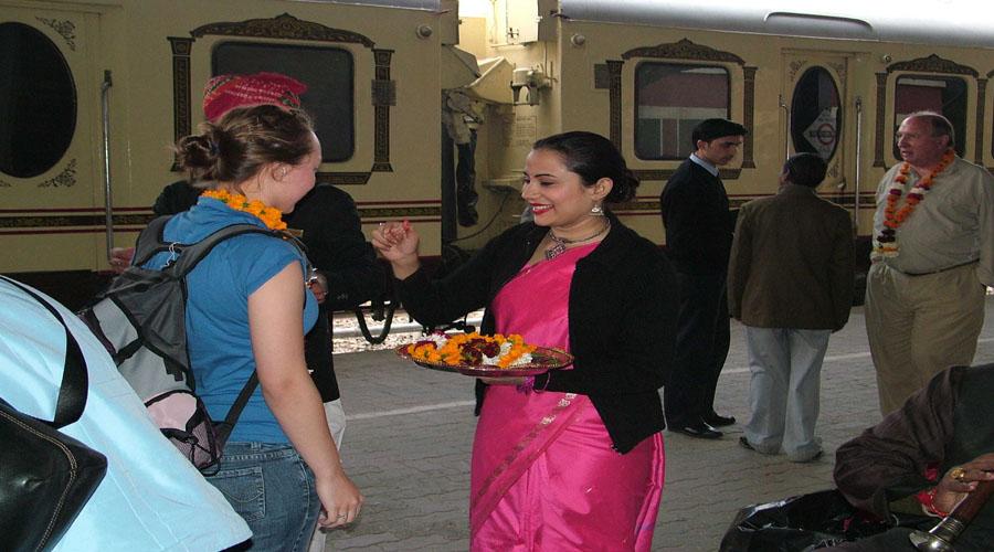 aarti & tika palace on wheel