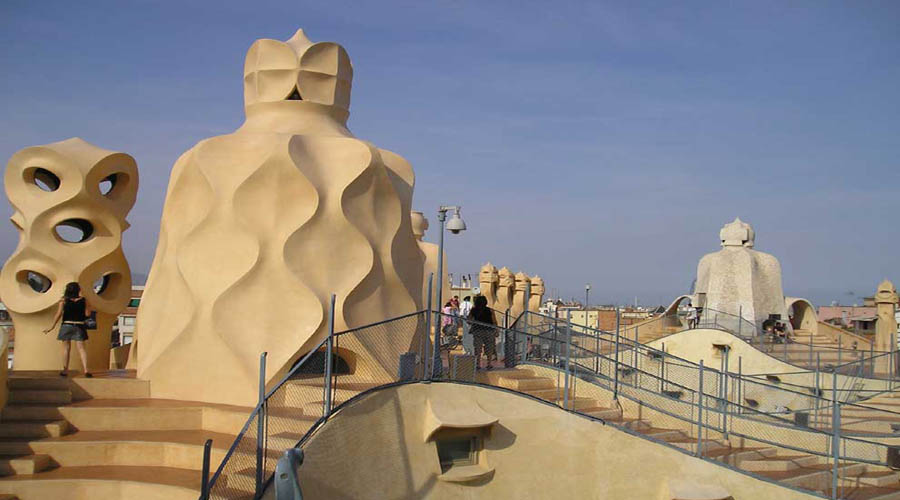 Casa Mila de Gaudi, Baecelona