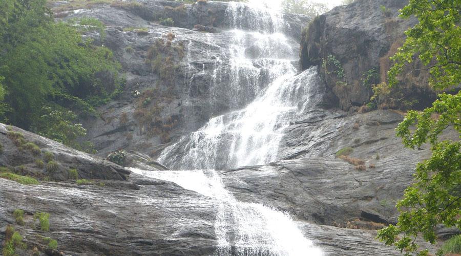Cheyyappara Water Falls enroute to munnar