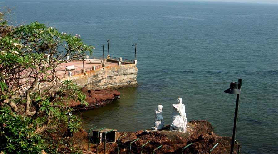 Dona Paula Beach North Goa