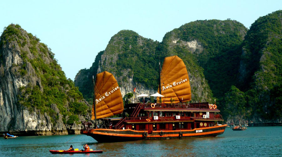 Halong Bay, Halong