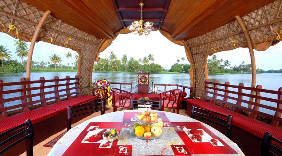 inside houseboat Alleppey