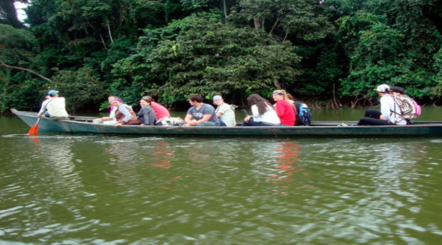 boat cruise along the Madre de Dios River